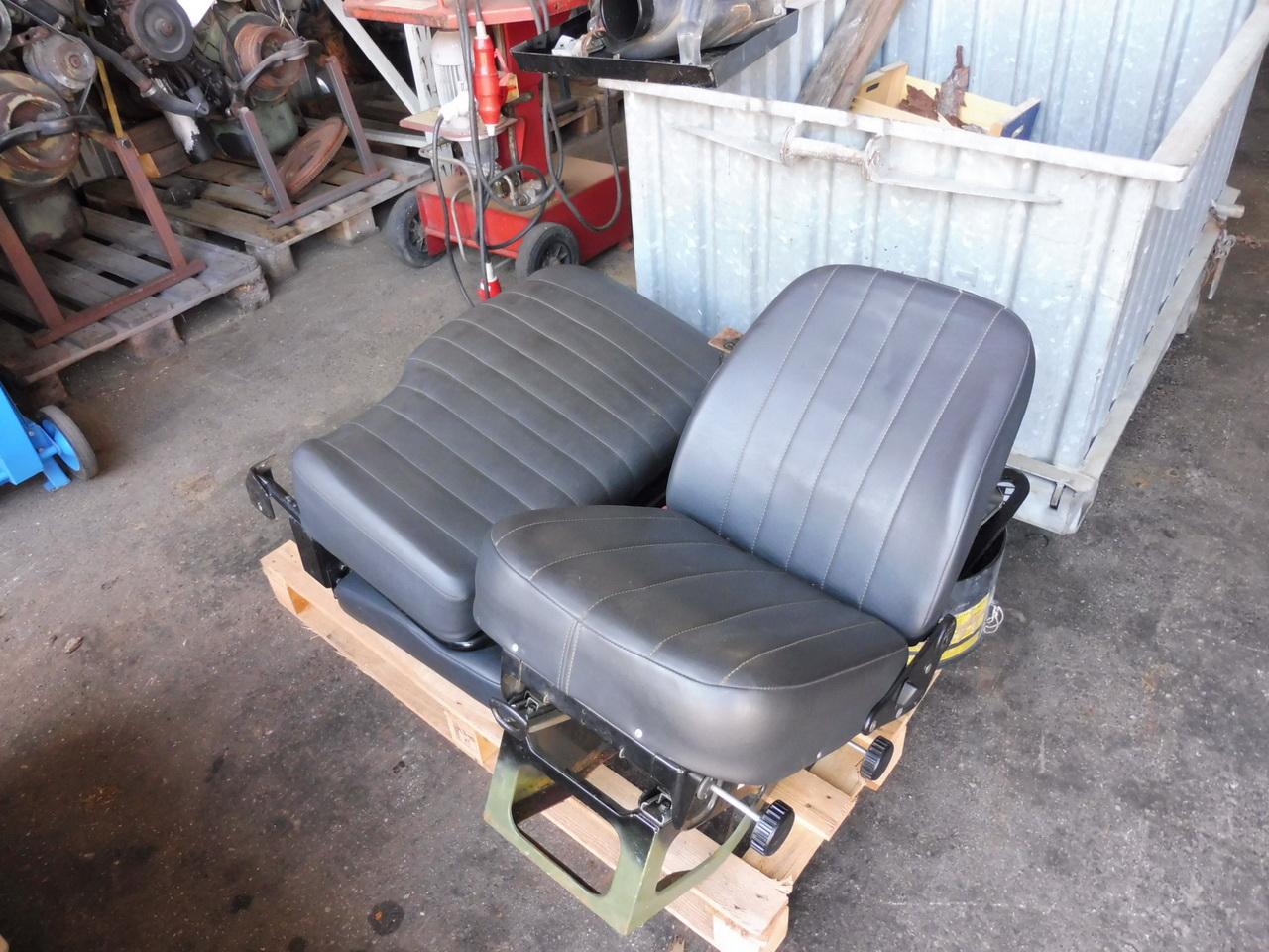 fahrersitz und beifahrersitzbank sch ssler unimog. Black Bedroom Furniture Sets. Home Design Ideas